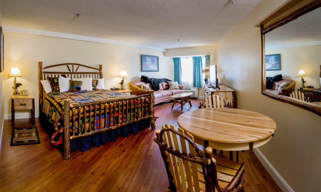 Bear's Den | Rooms & Rates | Black Bear Inn Orono