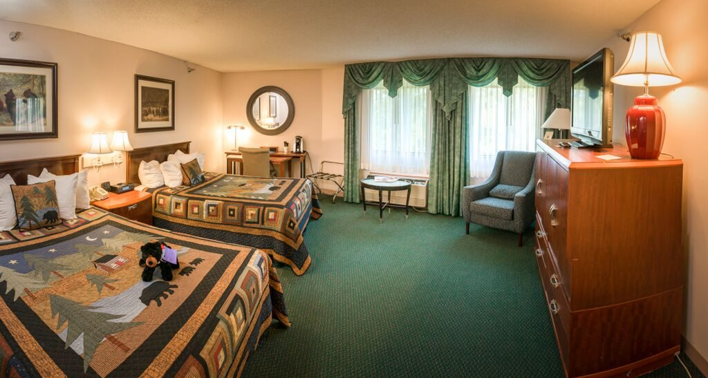 Queen Mini | Rooms & Rates | Black Bear Inn Orono